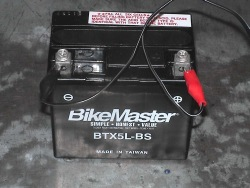 Akumulator musi byc czysty i suchy