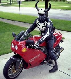 diabel na motocyklu
