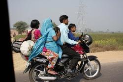 rodzinka na skuterze