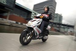 W jesiennej promocji Yamaha Aerox R jest tanszy o 900 PLN