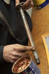 smarowanie oski smarem miedziowym wymiana kola tylnego warsztat scigacz mg 0126