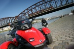 Can-am Spyder 990 na tle miasta