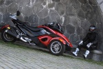 Can-am Spyder 990 postoj