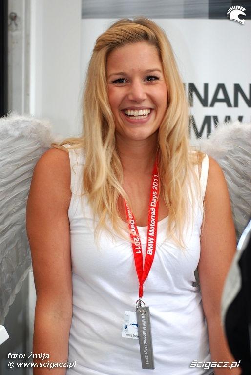 Dziewczyna ze skrzydlami aniola