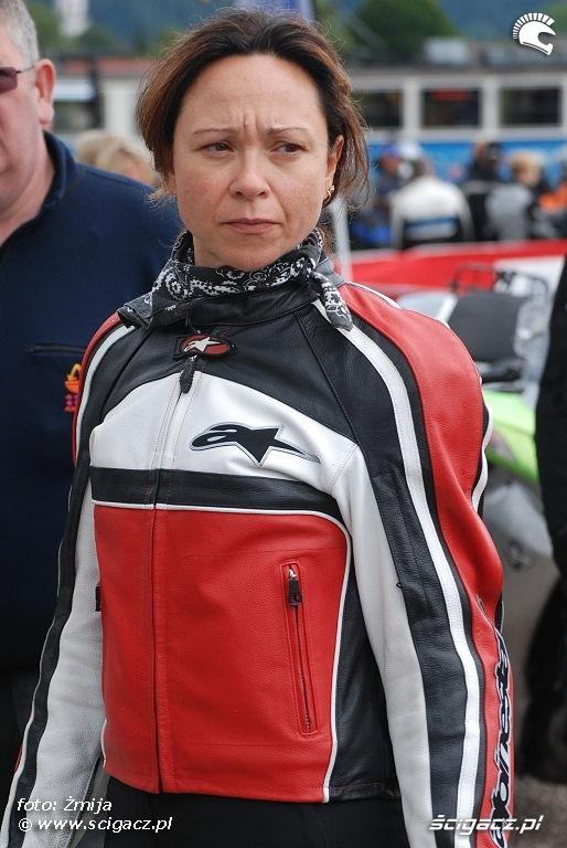 Kobieta w kurtce Alpinestars