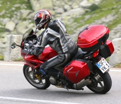 Honda CBF100 zakret