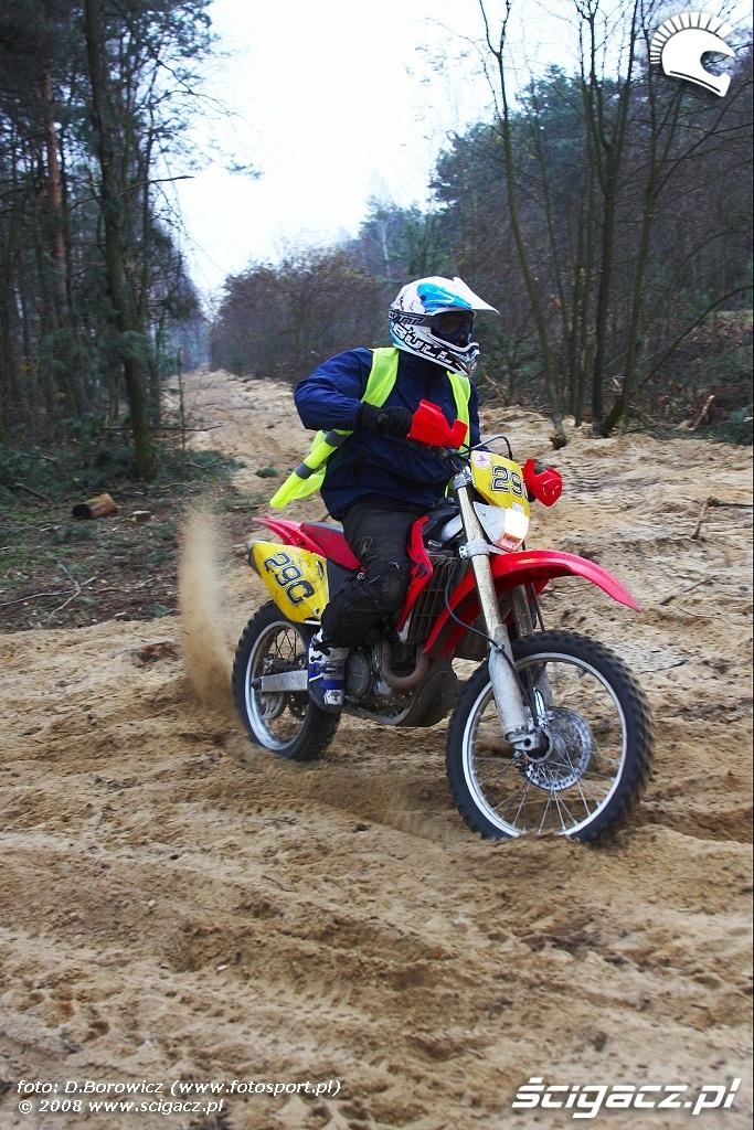 brzeg lasu motocykl LXII pogon za lisem pionki 2008 a img 0103
