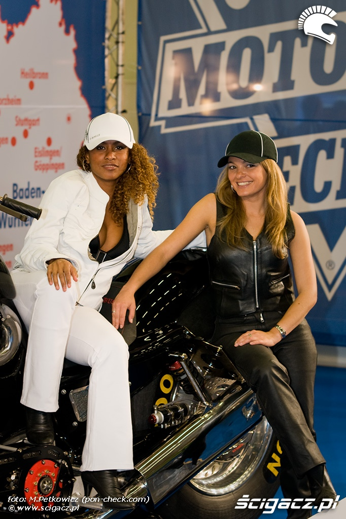 kobiety na motocyklu mulatka
