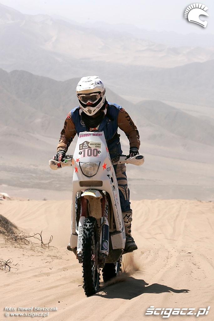 Rajd Dakar 2010 opuszcza pustynie morze Piasku