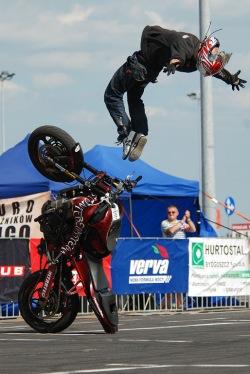 Salto na motocyklu