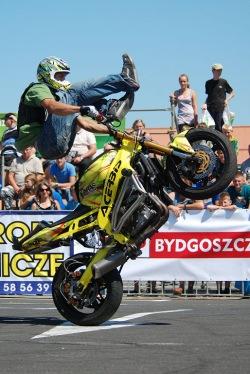 Stunt skoki na motocyklu