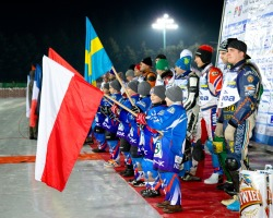 dzieciaki z flagami
