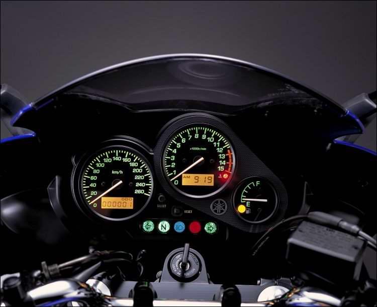 http://foto.scigacz.pl/gallery/test_motocykli/13.jpg
