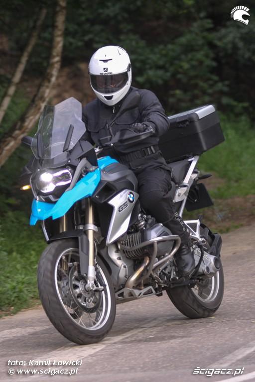 dojazd do skrzyzowania BMW R1200GS