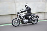 Z boku Honda CB1100 2013