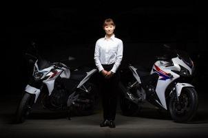 Inzynier Kaori Inada  odpowiedzialna za ergonomie nowych 500 Hondy
