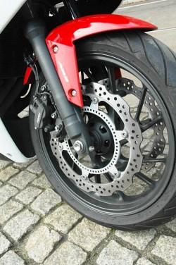 Honda CBR650F 2014 hamulce