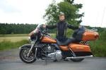 duzy motocykl maly kierowca