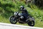 BMW R nineT Scrambler zakret