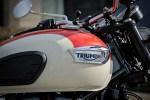 Triumph Bonneville T100 bak