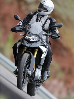 BMW F850GS Exclusive road front