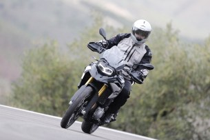 BMW F850GS Exclusive road front2
