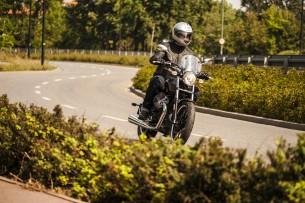 Moto Guzzi V9 Roamer 2018 25