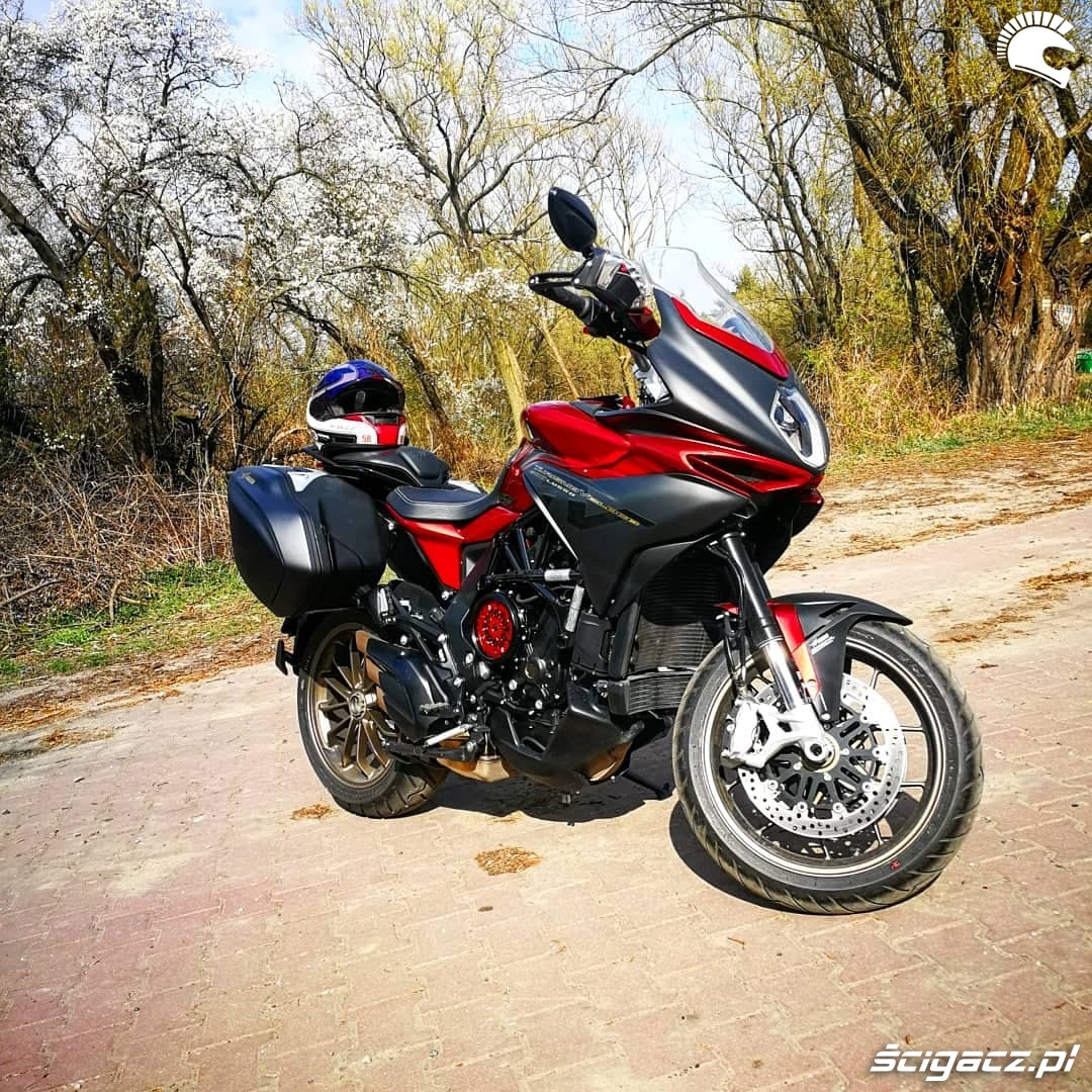 MV Agusta Turismo Veloce 800 Lusso Beni test motocykla 01