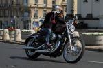 Dziewczyna na Harley Davidson Sporster 72