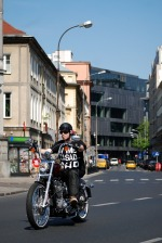 Seventy Two Harley w centrum miasta