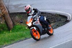 Honda CBR125 2011 na mokrym
