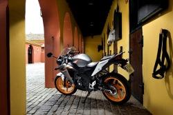 Honda CBR125 2011 zaparkowana
