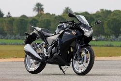 Honda CBR250R 2011 czarny motocykl