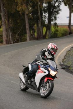 Honda CBR250R 2011 na drodze
