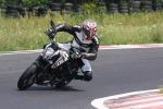 KTM 125 Duke lezy zakret scigacz pl