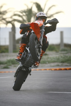 guma KTM 690 SMC peu