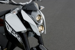 KTM 690 Duke szary przod