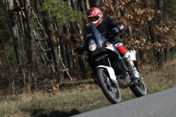 KTM LC8 Adventure R boczna droga
