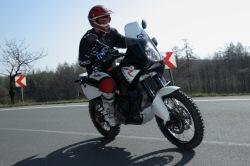 KTM LC8 Adventure R na drodze
