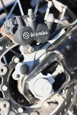 KTM LC8 zacisk Brembo
