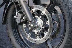 przedni hamulec Suzuki DL650 test