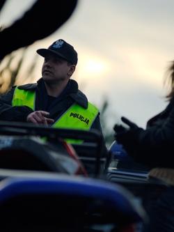 policja pomaga wybrac