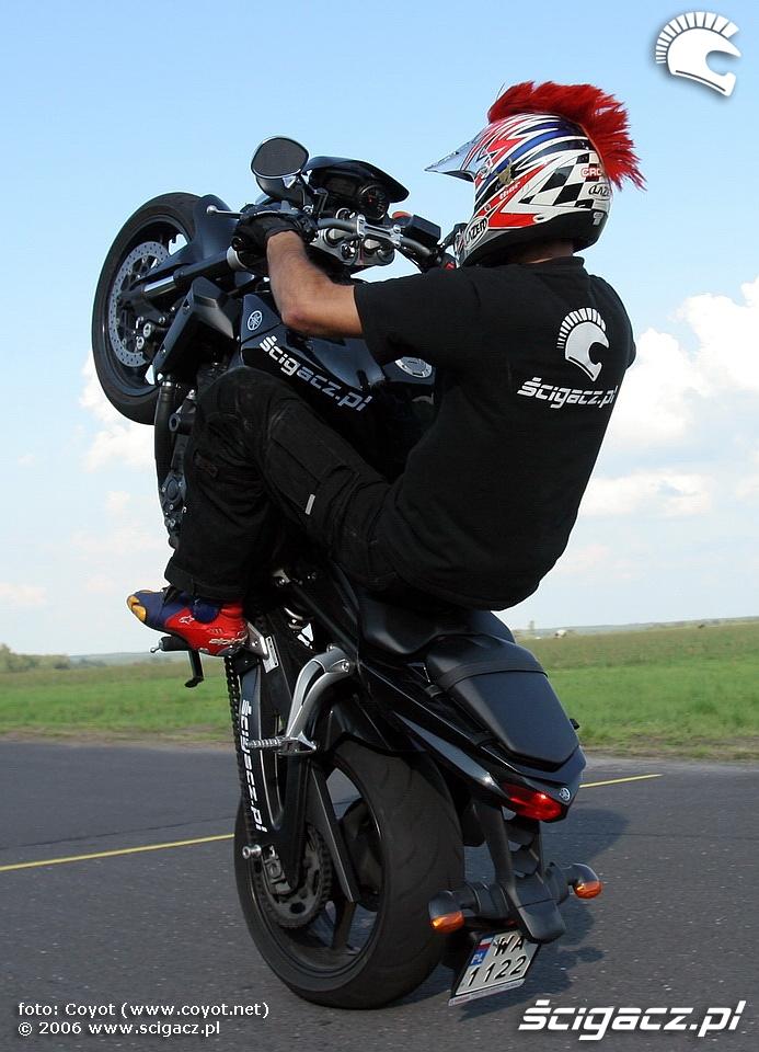 raptowny fz1 wheelie