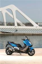pod mostem Maksiskuter BMW C600 Sport 2012