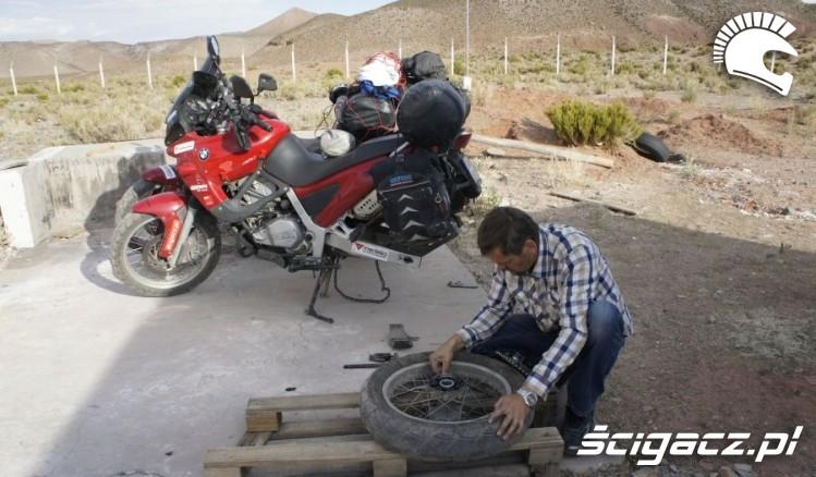 wymiana kola wyprawa motocyklowa do Ameryki Poludniowej