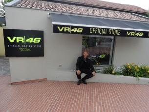 W oczekiwaniu na otwarcie sklepu VR46 w Tavulii