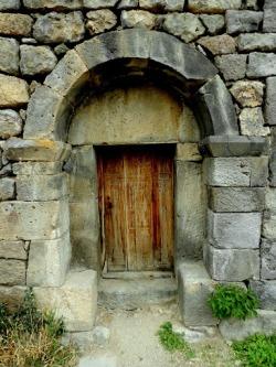 male drzwi