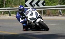 Honda CBR F4i na kolano