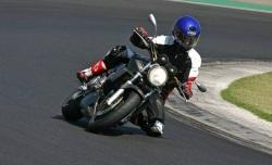 Honda Hornet 900 kolano