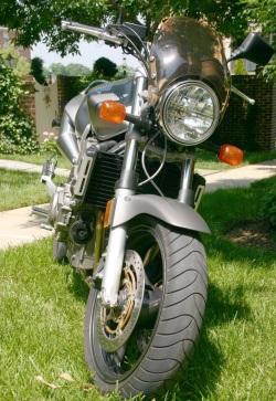 Honda Hornet 900 od przodu